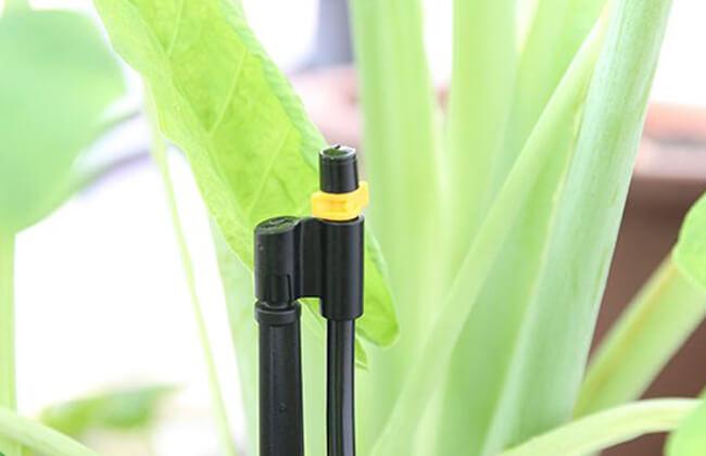 Đầu tưới được làm từ chất liệu nhựa cao cấp chống tia cực tím UV